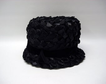 Black woven hat with velvet ribbon - in original hat box