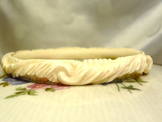 Antique Carved Ornate Ivory Bangle Bracelete (Vintage Antique Pre-Ban Ivory)
