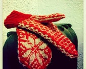 Festive star patterned mittens // snowflakes // Scandinavian design