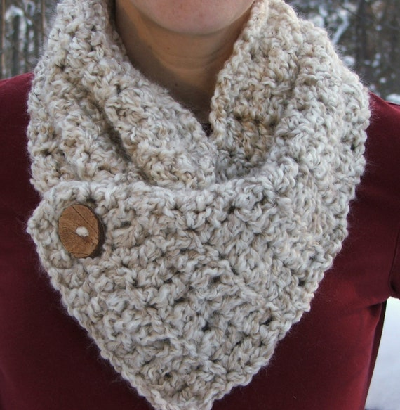 Crochet Cowl. Natural. Button. Warm color. scarf. by BeadGs