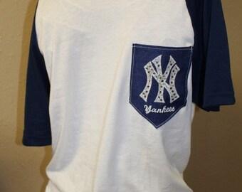 New York Yankees Pocket Off-the-Shoulder Shirt Chevron Baseball