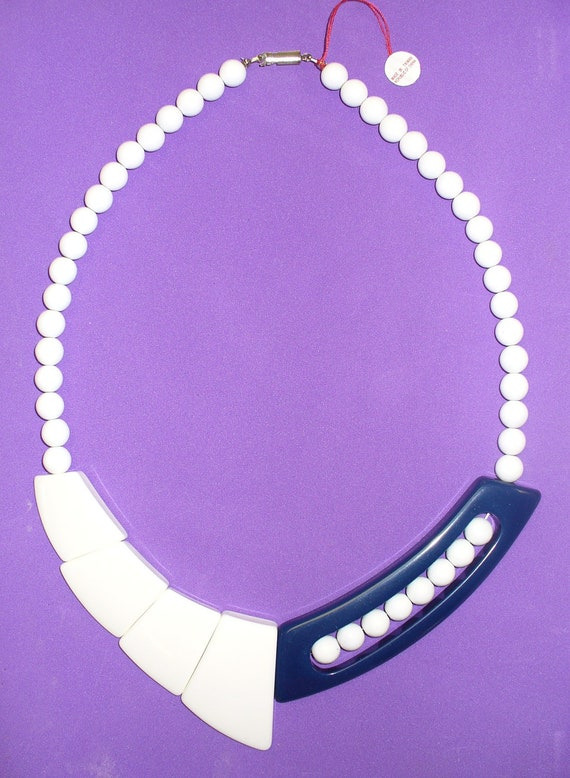 Vintage 80s Navy and White Plastic Necklace DEADSTOCK