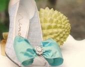 Shoe Clips Something Blue Iridescent Bow & Rhinestone. Whimsical Ivory / White Pearls - Royal Silk Wired Ribbon, Spring Wedding, Bleu Noeud