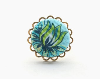 Flora fabulosity, cute as a button: an adjustable ring adorned with a handmade fabric covered button