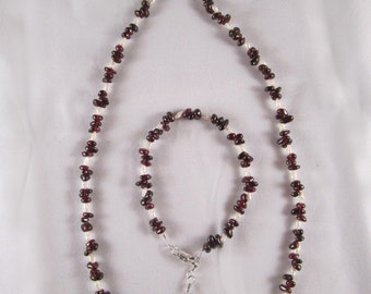 Garnets and Freshwater Pearls Necklace