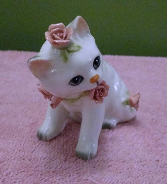 "Lefton, White kitten with blue eyes, Vintage, H4845, Japan, 3""Tall x 5"" long"