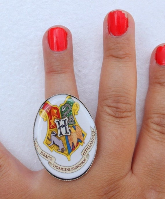 Harry Potter - HOGWARTS School Crest Ring - HP Jewelry