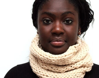 Cream Wool Cowl, Chunky Knit Snood, Merino Wool scarf, gift for sister,  cream snood, Hand knitted scarf, Winter scarf, Urban knit scarf