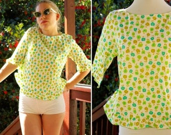 FLIRTY 1960's Vintage Green and White Floral Blouse with Cropped Sleeves and Ruffles size Small