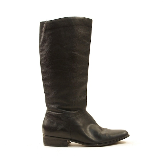 The search for the perfect knee-high boot is over! Pep Tahlia's buttery soft leather, folded seam detail and inch block heel give it an air of subtle luxury. Natural .