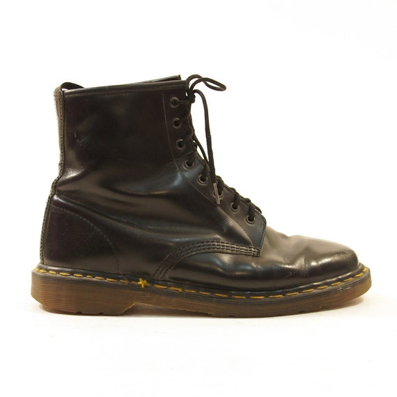 doc marten 8 eye lace up ankle boots in black s sz