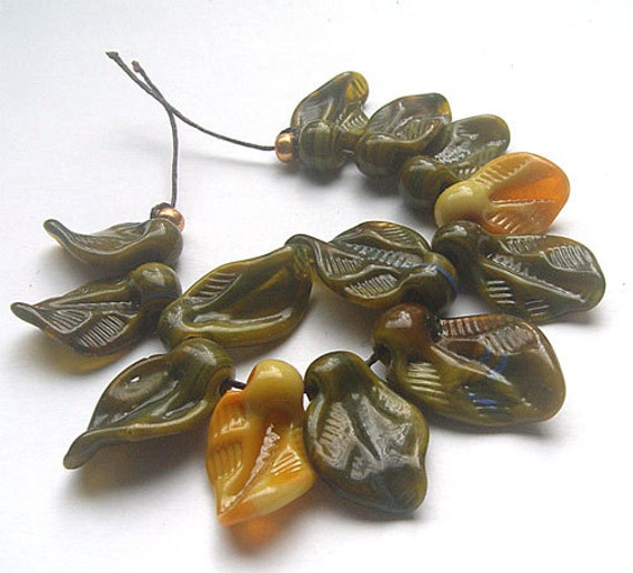 lampwork, handmade  - moosy leaves - by Calisto