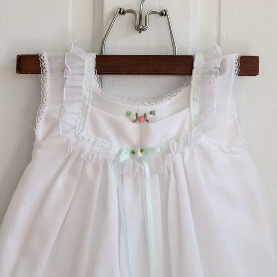 Toddler Girls Vintage White with Lace and Pink Roses Dress (size 2T-3T)