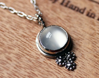 Moonstone necklace silver, daisy necklace, June birthstone necklace, moonstone jewelry, cabochon necklace, hippie necklace oxidized silver