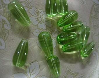 12 peridot green glass treardrop beads (9x19mm) t1