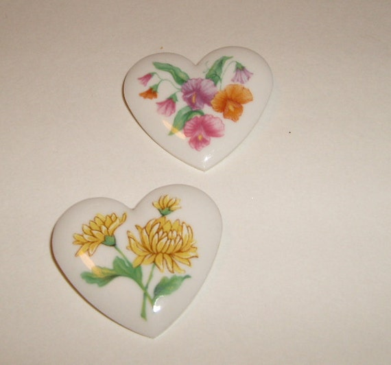 Vintage  Avon 1980s porcelain heart  Floral heart brooches set of two