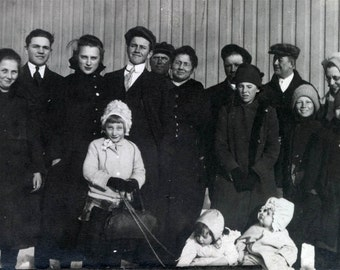 vintage photo Minnesota Twins Avis and Wanda and their whole Family in Snow