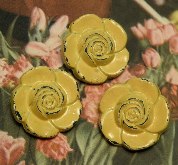 Vintage Yellow Roses Plastic Buttons