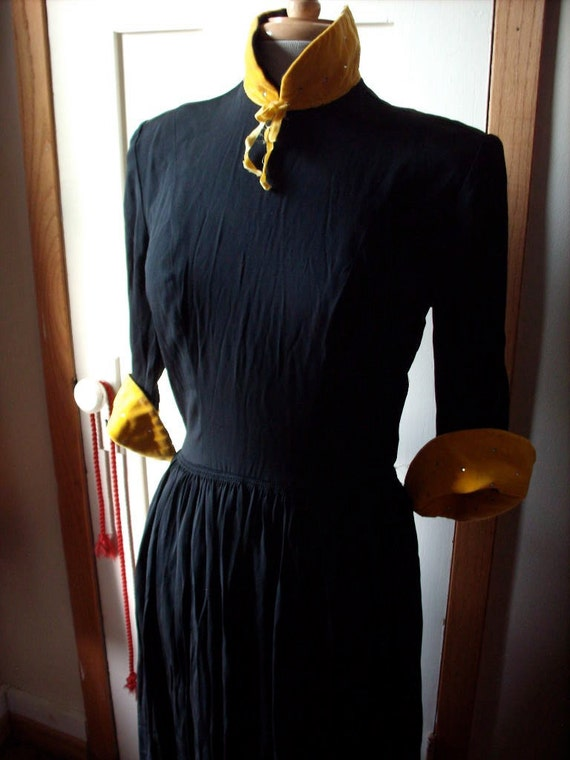 RESERVED for JOAKIMLUNDSTROM Vintage 1940s Black DRESS with yellow contrast collar and cuffs M L