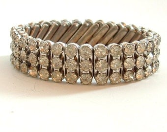 Expanding bracelet with faux diamonds on white metal base for women made in Japan