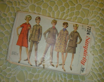 Simplicity Maternity Sewing Pattern 7224 Size 12  and 32 Bust