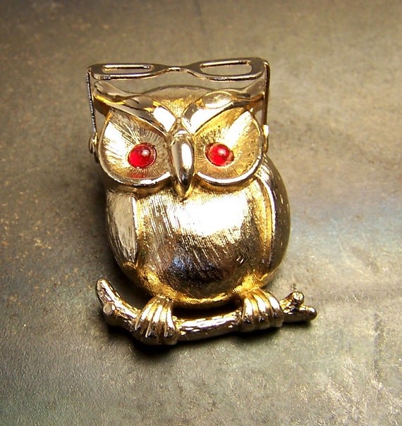 Owl Brooch pin - Sarah Coventry - Owl  pin - Owl Brooch - Moving glasses - articulated - vintage - 1975 - gold tone - rare