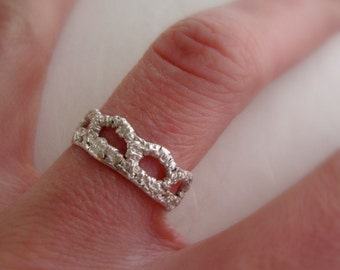 Scallop Lace band ring in sterling silver