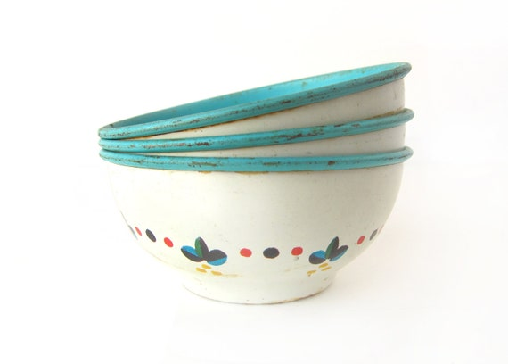 Tin Toy BOWLS - Set of 3 Vintage Tin Dishes