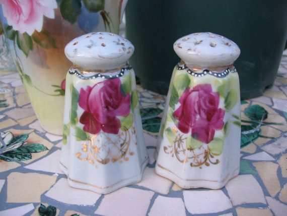 Vintage 1940s Cute Shabby Chic Hand Painted Pink Rose Shakers Made in Japan Salt and Pepper Shakers