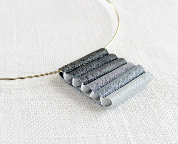pendant necklace  ombre gray - silver plated neck wire