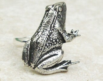 Frog Ring. Antiqued Pewter Silver Plated Wild Frog Ring