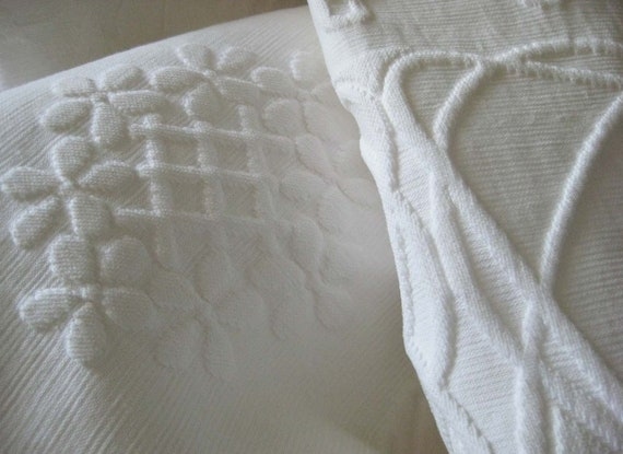 Antique White Coverlet French Matelasse 100% Cotton textured Design Florals Medallions