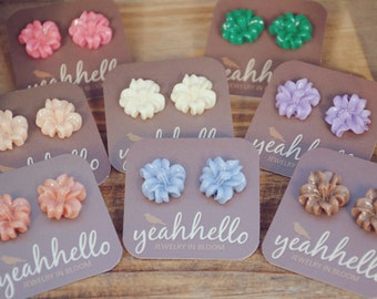 lily flower post earrings by yeahhello