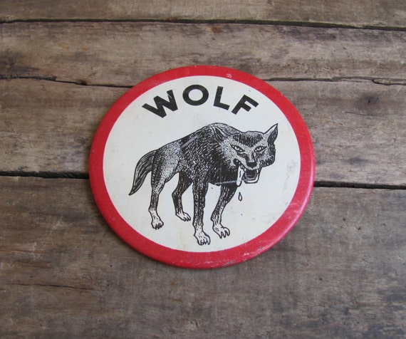 vintage c. 1960s WOLF button badge pin