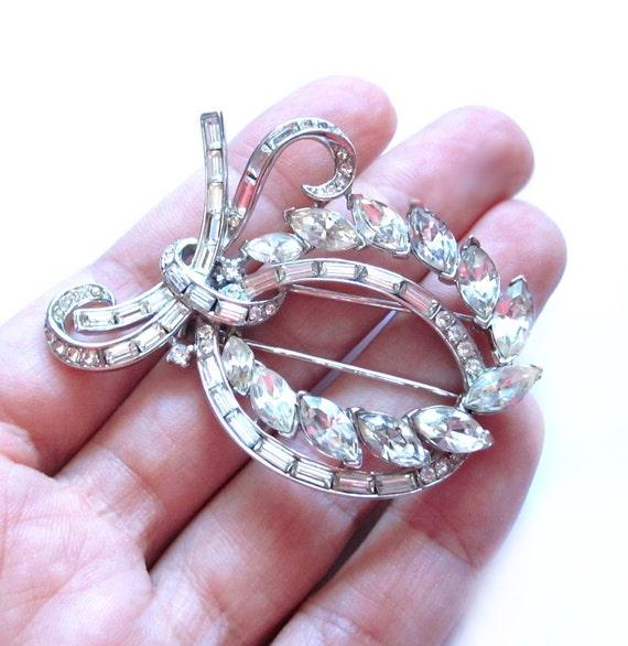 Vintage Crown Trifari Rhinestone Fur Clip, Pin Broooch, Silver, Crystal Swag