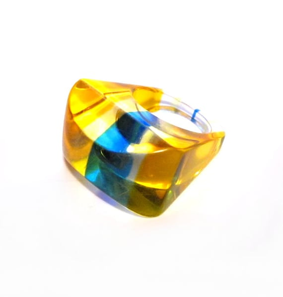 Vintage Lucite Ring 26