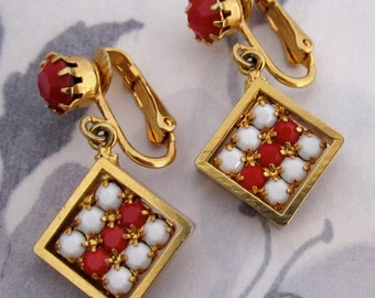 vintage gold tone red and white prong set earrings - j5118