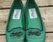 1980s Green Embroidered PERRY ELLIS Flats Size 7