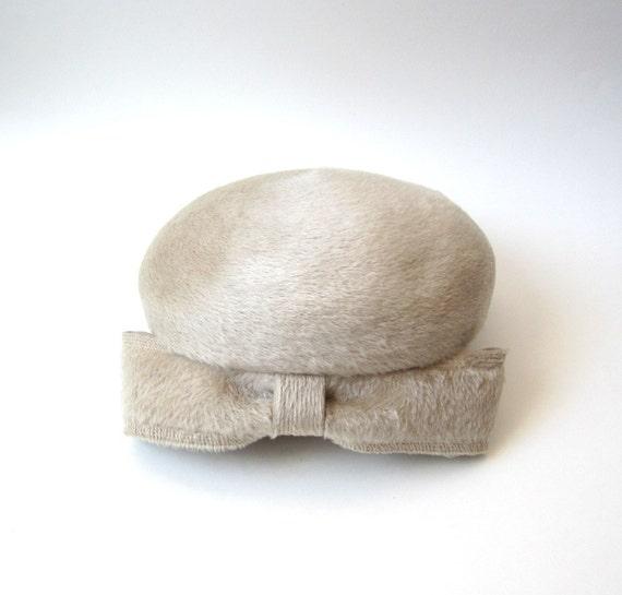 Vintage 1960's Bow Tie Beret Hat