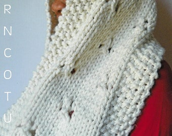 The Chunky Lace Infinity Cowl -  In Winter Cream/Ivory