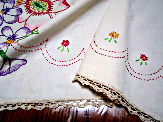 Vintage Tablecloth 1930s Linen Tea Tablecloth Hand Embroidery and Handmade Lace Vintage 30s