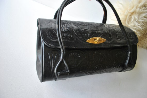 Glamour vintage 60s genuine black leather , tooled, doctor style  hand bag.