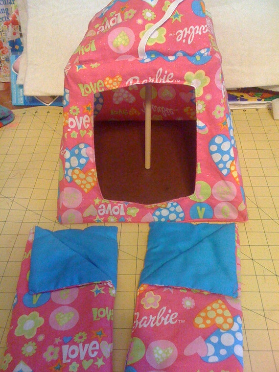 Barbie Tent with 2 sleeping bags..