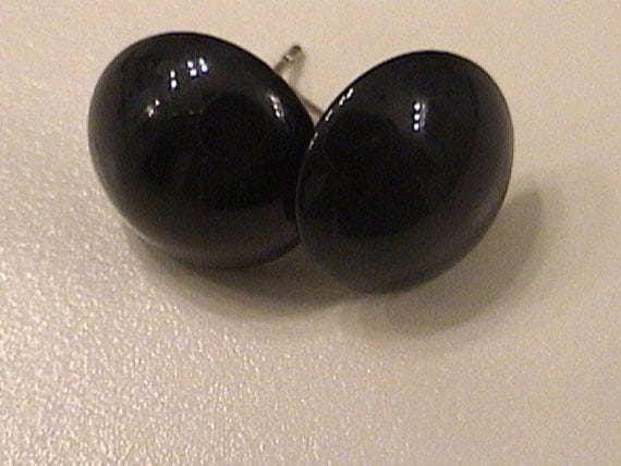 Black buttons post