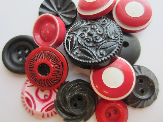 Vintage Buttons - Cottage chic mix of red, black and white, lot of 14, old and sweet (2358)