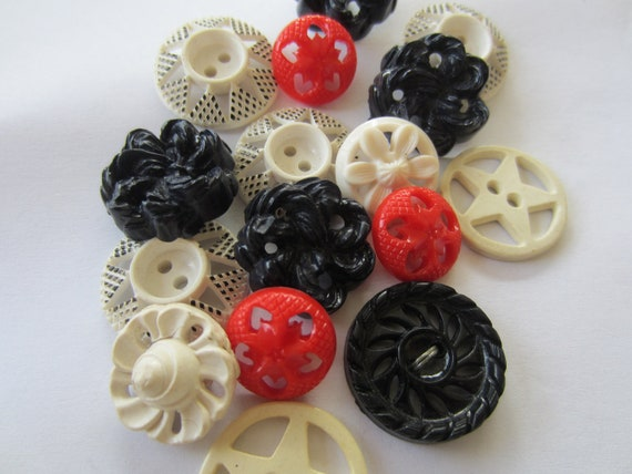 Vintage Buttons - Cottage chic mix of  fancy pierced, black, white and red, old and sweet -  lot of 16 (2518)