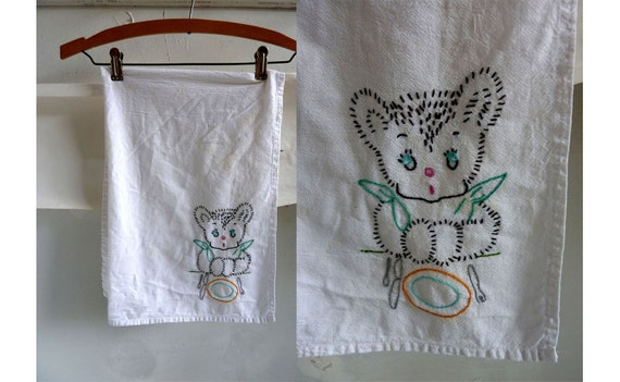 Vintage Dish Cloth Towel White Embroidered Hungry Teddy Bear Cotton 31