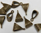 22 Triangle Bails in Antiqued Brass Tone, Lead/Nickel Free Base Metal Findings, M0452-AB