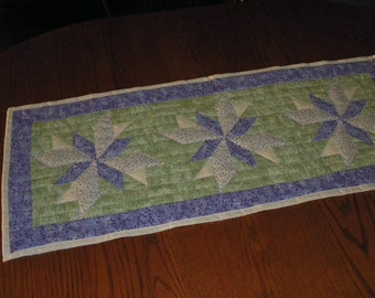 Quilted Table Runner Lone Starburst