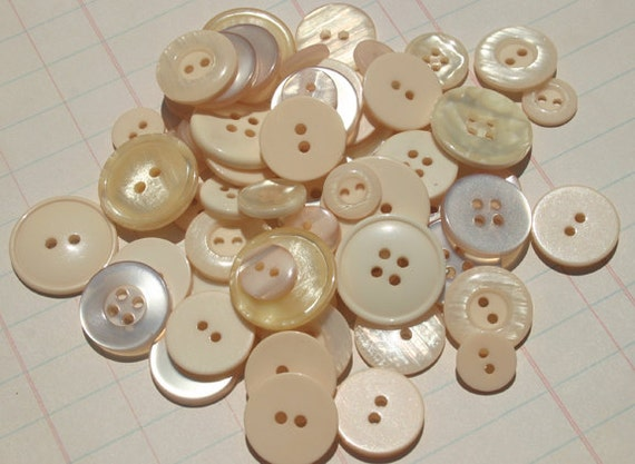 Cream Buttons Very Light Peach - Sewing Scrapbooking Embellishments - Pearl